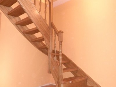 18. Лестница из ясеня