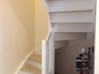 4. Лестница из сосны , ступени-ясень