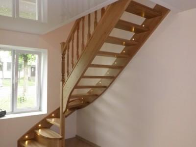 40. Лестница из сосны , ступени-ясень